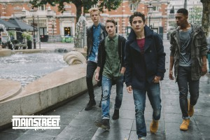 Mainstreet poster links onder